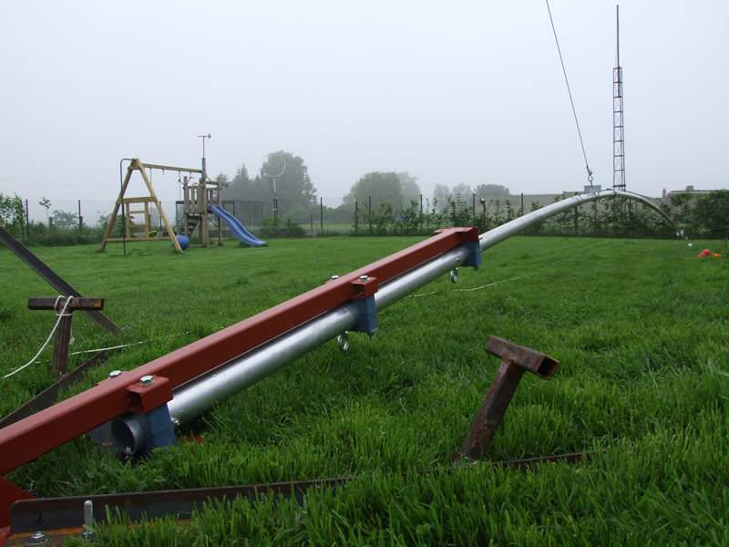 Almost 17m of aluminum mast almost on the ground