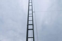 Looking up. Tube on top with pulley and ropes and the elevated radial.